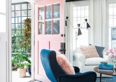 uo2016_living-room-15-front-door-open-MG_4230_v