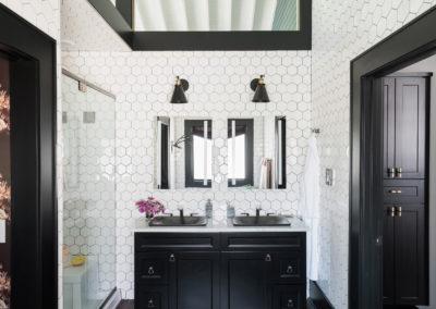uo2016_master-bathroom-01-wide-KB2A7039_h
